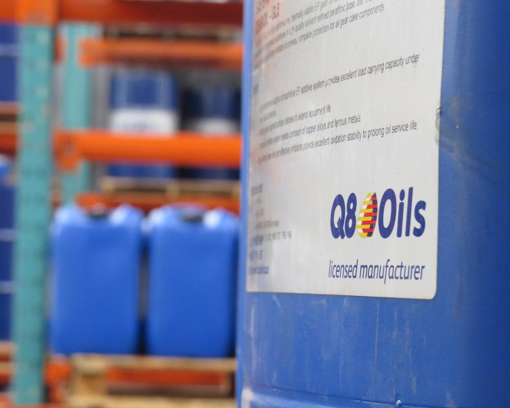 Q8 oils blue can